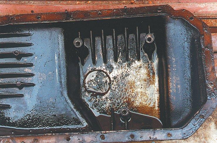Недостаток дисперсантов и детергентов(моющих присадок) ведет к образованиюскоплений загрязнений на различныхузлах двигателя