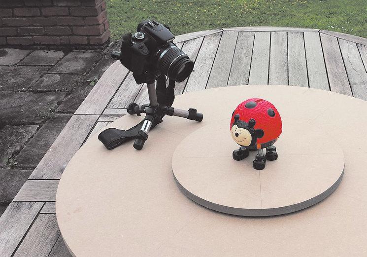 Для сканирования придется сделать несколько десятков фото, обойдя объект по кругу