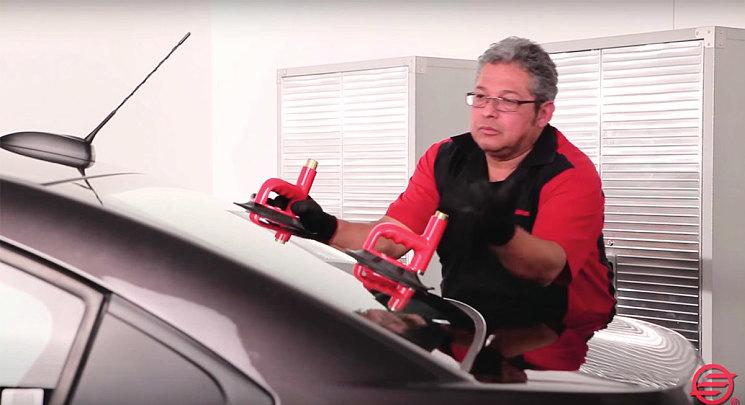 Система присосок с индикатором надежного крепления для переноски и установки стекла одним мастером