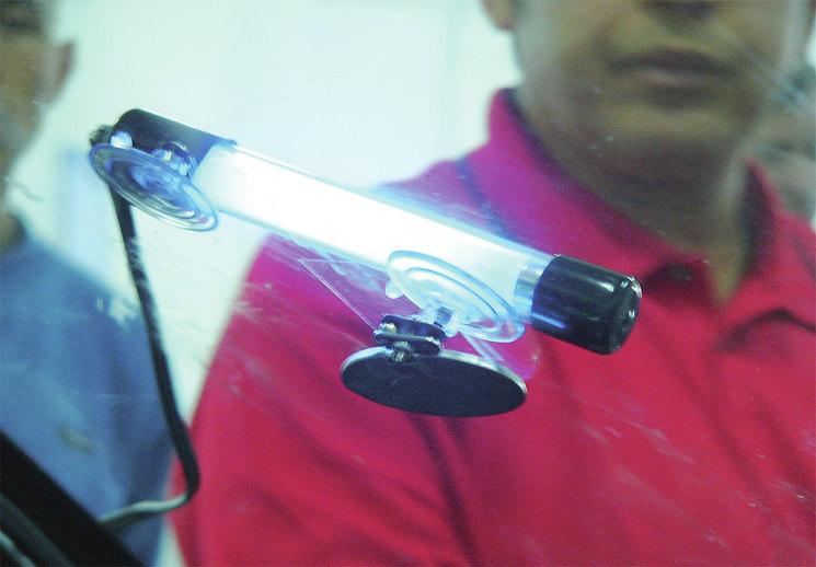 Финальный этап ремонта – отверждение полимера с помощью ультрафиолетовой лампы