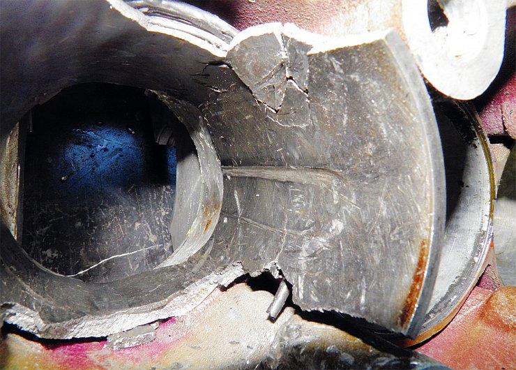 Гильза цилиндра разрушилась, а двигатель превратился в груду железа