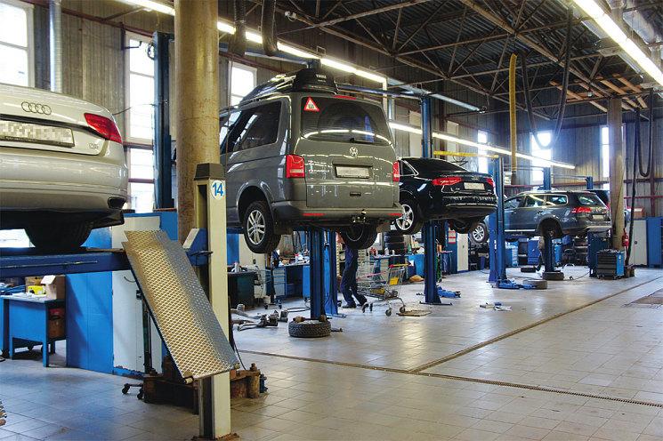 Основной цех. Здесь диагностируют и ремонтируют двигатели, ходовую, рулевое управление…