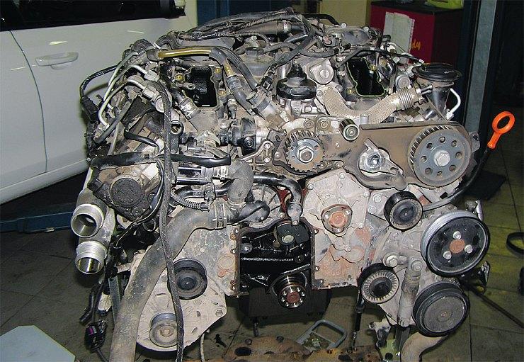 Капитальный ремонт современного двигателя требует как минимум  высококвалифицированного механика-моториста — нажмите, чтобы увеличить